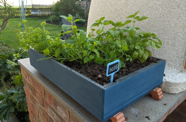 make a wooden planter using plasti dip